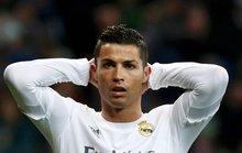 """Xem tình huống khiến Ronaldo """"bẽ mặt"""" trong ngày lập kỷ lục"""