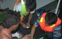 Vụ chìm tàu cá trên biển Tây: Hai nạn nhân mắc kẹt  trong cabin