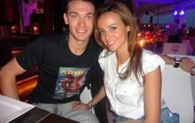 Vermaelen và bạn gái nóng bỏng sắp trở lại Anh
