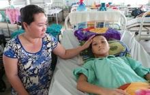 Cứu bé trai ộc cả lít máu mỗi ngày sau khi xuất viện