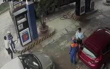 Nam cán bộ ngân hàng đánh nữ nhân viên cây xăng nhập viện