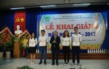 Trường ĐH Nông Lâm TP HCM khen thưởng thủ khoa đầu vào