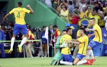 Dân Brazil xuống đường mừng HCV lịch sử của bóng đá nam