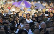Mặc nắng gắt, hàng chục ngàn người chờ viếng lãnh tụ Fidel Castro