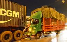 Tông container, tài xế xe tải tử vong trong cabin