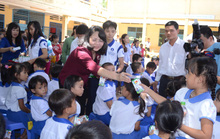 Học sinh nghèo ở An Giang được uống sữa miễn phí