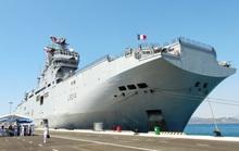 Tàu đổ bộ khủng của Pháp cập cảng Cam Ranh