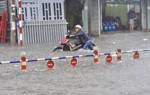 """Sau mưa, dân Biên Hòa lại """"bơi"""" trong biển nước"""