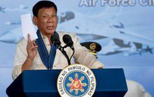 TT Philippines dằn mặt Tòa Tối cao bằng thiết quân luật