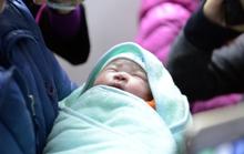 Em bé đầu tiên ra đời nhờ mang thai hộ là sự kiện y tế tiêu biểu