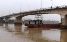 Giải phóng tàu hơn 3.000 tấn bị mắc kẹt tại cầu An Thái