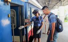 Khách hài lòng với tàu hỏa Sài Gòn - Dĩ An