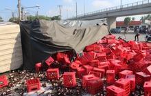 Đồng Nai: Xe tải chở bia lật vùi 2 người đi đường