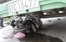 Container nuốt xe máy, mẹ chết, con 4 tuổi khóc thảm