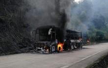 30 hành khách thoát chết khi xe khách ngùn ngụt bốc cháy