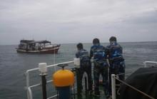Tàu cá hỏng máy trên biển, 7 người kêu cứu