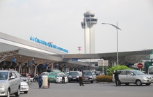 Xe hơi đậu chây ì ở sân bay Tân Sơn Nhất đã bị trị