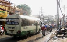 Bán rau chiếm lòng đường, một phụ nữ bị xe buýt tông
