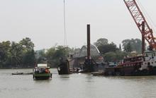 Vụ sập cầu Ghềnh: Cẩu các toa tàu nặng 35 tấn đưa xuống ga Biên Hòa