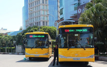 Bị xe buýt lảng tránh, người khuyết tật nén đau, đi xe ôm