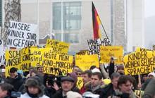 """Bé gái Nga bị """"hiếp tập thể"""" tại Đức gây phẫn nộ"""