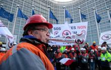 Hàng ngàn người châu Âu xuống đường phản đối hàng Trung Quốc