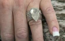 Đôi vợ chồng lục tung 7 tấn rác tìm nhẫn cưới