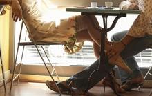 Khổ sở vì ngoài 50 tôi nắng hạn mà chồng vẫn ham muốn vô độ