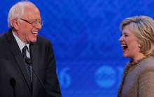 Ông Sanders đòi có máy bay riêng mới ủng hộ bà Clinton?