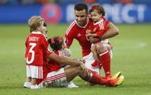 """Xứ Wales chống lệnh """"cấm cho con cái xuống sân"""" của UEFA"""