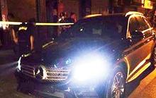 Tài xế xe Mercedes không BKS rồ ga bỏ chạy khi gặp khắc tinh