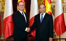 Thủ tướng tặng Tổng thống Pháp món quà đặc biệt