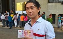 Lộn xộn trong ngày đầu bán tiền lưu niệm ở TP HCM