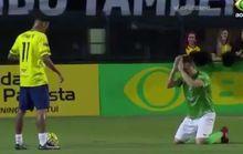 Đối thủ quỳ lạy xin Neymar đừng hạ nhục mình