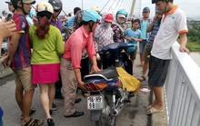 Người đàn ông đi xe máy lên cầu, nhảy sông tự vẫn