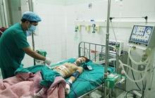 Nổ đèn pin Trung Quốc, thiếu niên thủng bụng, mất 2 ngón tay