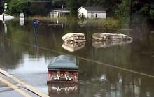 Mỹ: Lũ lụt lịch sử cuốn trôi quan tài ra đường