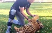 Đùa với hổ, Rooney khiến M.U thót tim