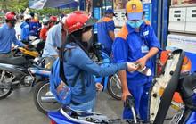 Giá xăng tiếp tục giảm thêm 200 đồng/lít