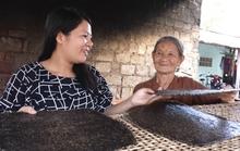Thạc sĩ kinh tế bán bánh tráng dừa kiếm 2 triệu đồng/ngày