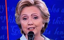 Xôn xao chuyện ruồi đậu mặt bà Clinton lúc tranh luận