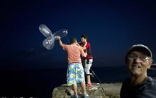 Ngư dân Cuba câu cá bằng bao cao su kiếm bộn tiền
