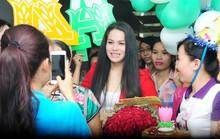 Nhật Kim Anh đón sinh nhật ở trường quay