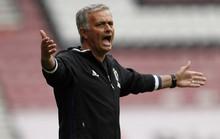 Mourinho: Lạc lõng, cô đơn giữa bầy sói FA
