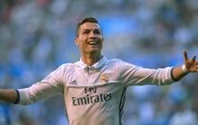 Ronaldo lập hat-trick, Real lên ngôi đầu