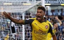 """""""Cùi chỏ vàng"""" Koscielny giúp Arsenal hạ Burnley"""