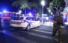 Người dân Pháp mở rộng cửa sau vụ khủng bố đẫm máu