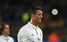 """Bị fan Barca gọi là gay, Ronaldo """"tịt ngòi"""" trận El Clasico?"""
