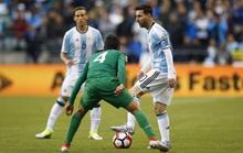 """Xem Messi """"xỏ kim"""", vờn thủ môn Bolivia nhừ tử"""