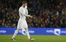 Ramos bị mắng ngu ngốc với chiếc thẻ đỏ